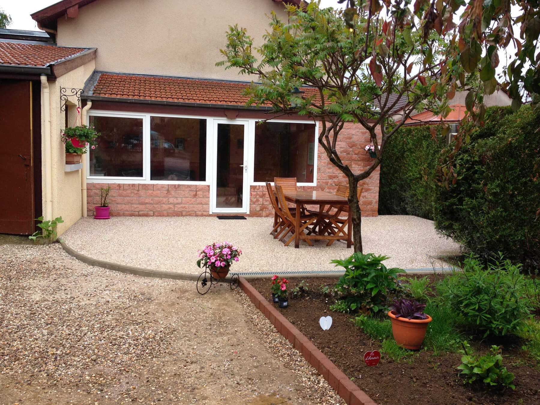 Pose de dalles pour terrasse béton