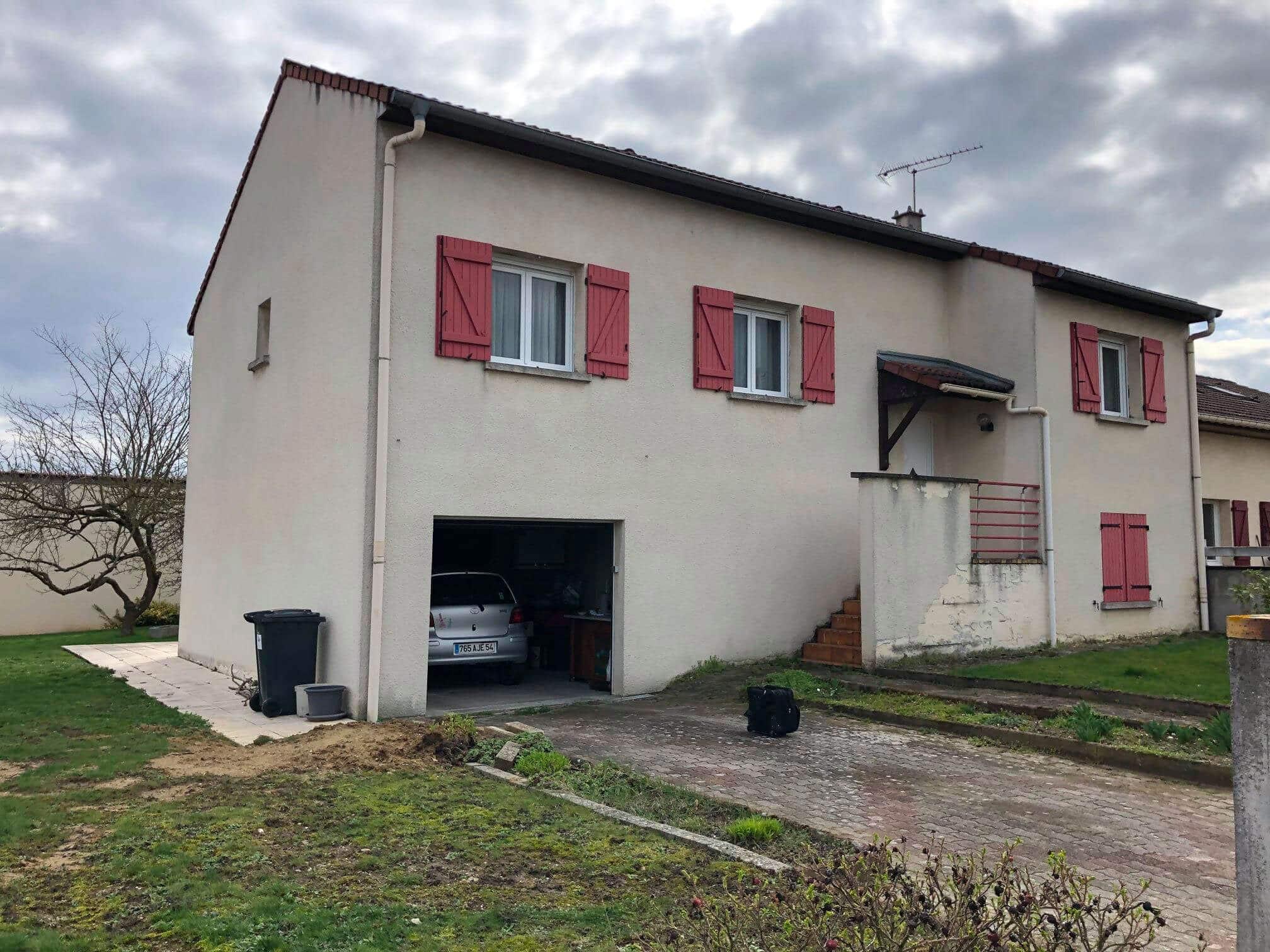 Ravalement de façade d'une maison située à Saint-Nicolas-de-Port, Lorraine
